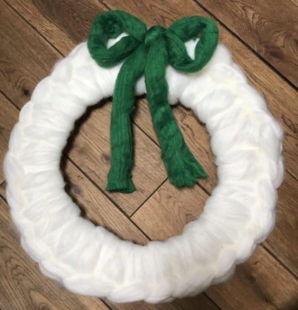 knit a chunky christmas wreath